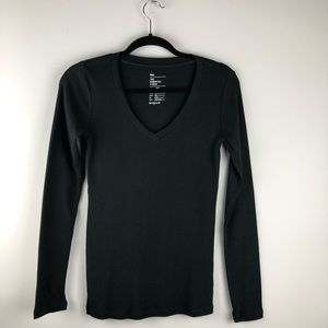 NWT GAP Essential V-Neck T-Shirt - Size XS